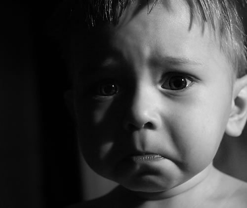 обиженное лицо малыша, детские обиды аукаются всю жизнь, психология обиды