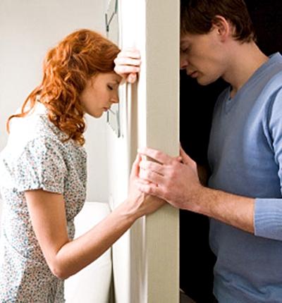 Непонимание, пара по разные стороны двери, нет понимания - нет любви...