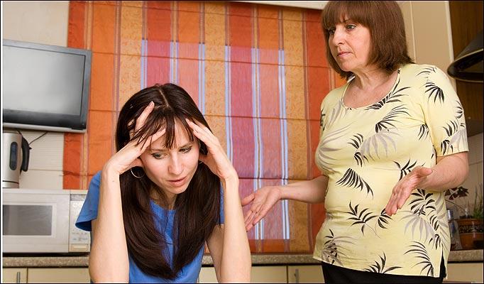 Непонимание в семье: мать и дочь - родные люди, а как далеки...