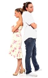 пара стоит спиной друг к другу: непонимания и обиды
