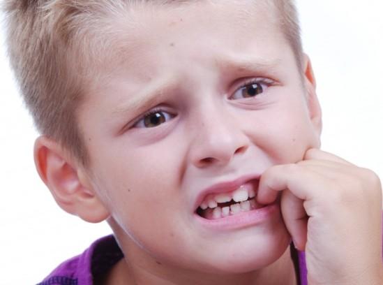 почему ребенок грызет ногти, как отучить детей грызть ногти