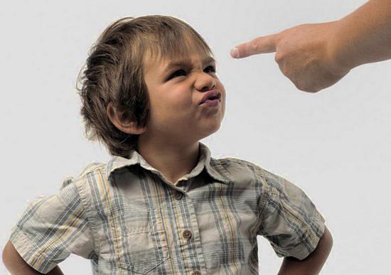 что делать, если ребенок не слушается, причины этого