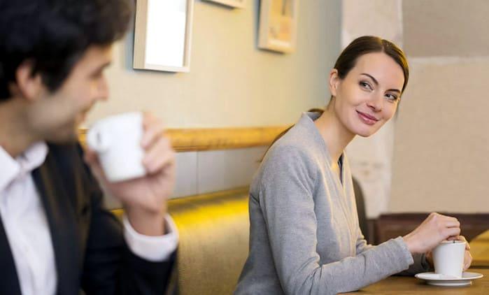 как флиртовать с мужчиной - зрительный контакт